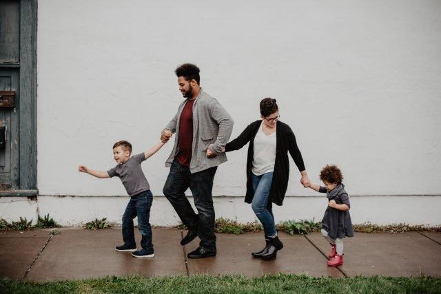 hogyan kell kezelni az elvált szülők randirandevú fotókat az üveg